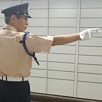 駅構内の警備シルバースタッフ